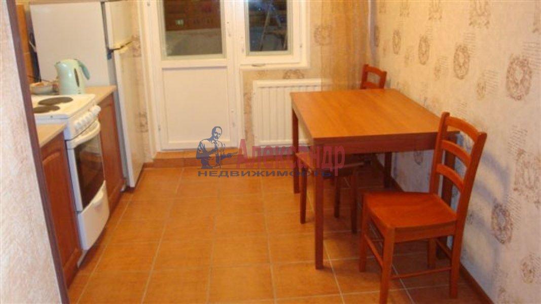 1-комнатная квартира (40м2) в аренду по адресу Типанова ул., 38— фото 2 из 8
