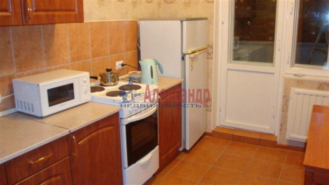 1-комнатная квартира (40м2) в аренду по адресу Типанова ул., 38— фото 3 из 8