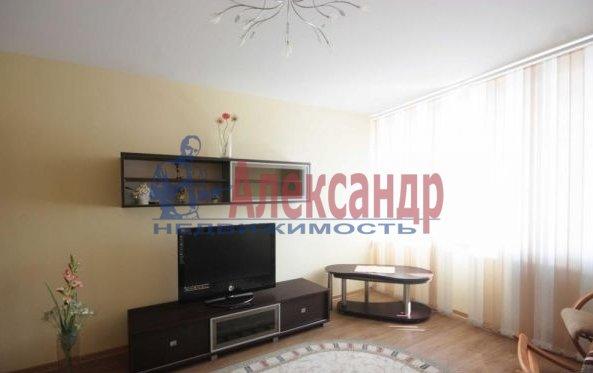 1-комнатная квартира (40м2) в аренду по адресу Наличная ул., 44— фото 1 из 5