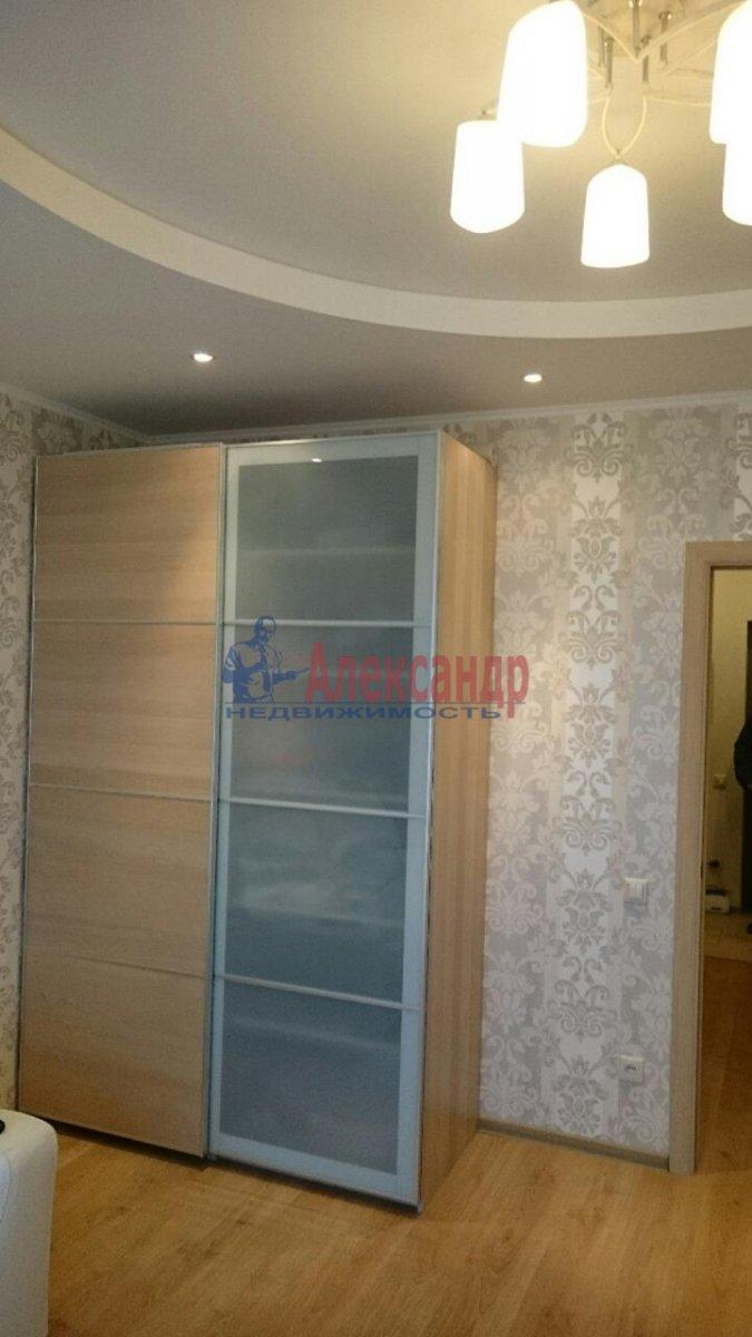 1-комнатная квартира (38м2) в аренду по адресу Луначарского пр., 11— фото 3 из 12
