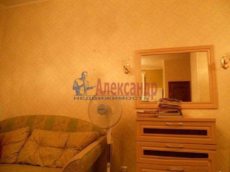 1-комнатная квартира (38м2) в аренду по адресу Композиторов ул., 12— фото 2 из 3