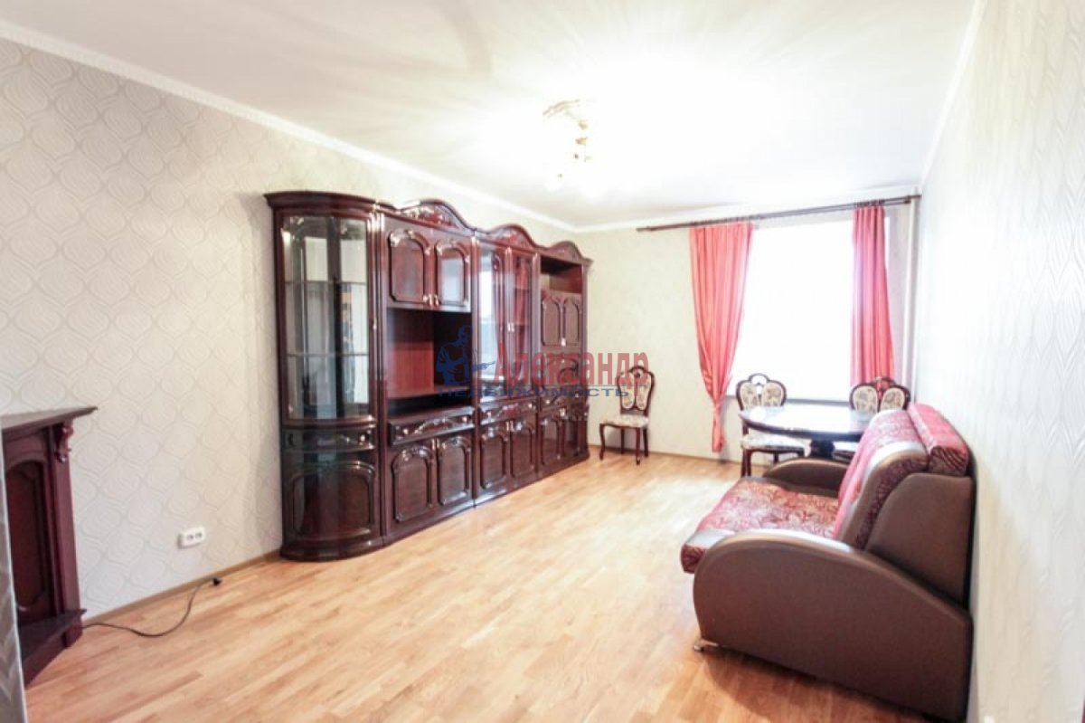 3-комнатная квартира (100м2) в аренду по адресу Ветеранов пр., 52— фото 4 из 11