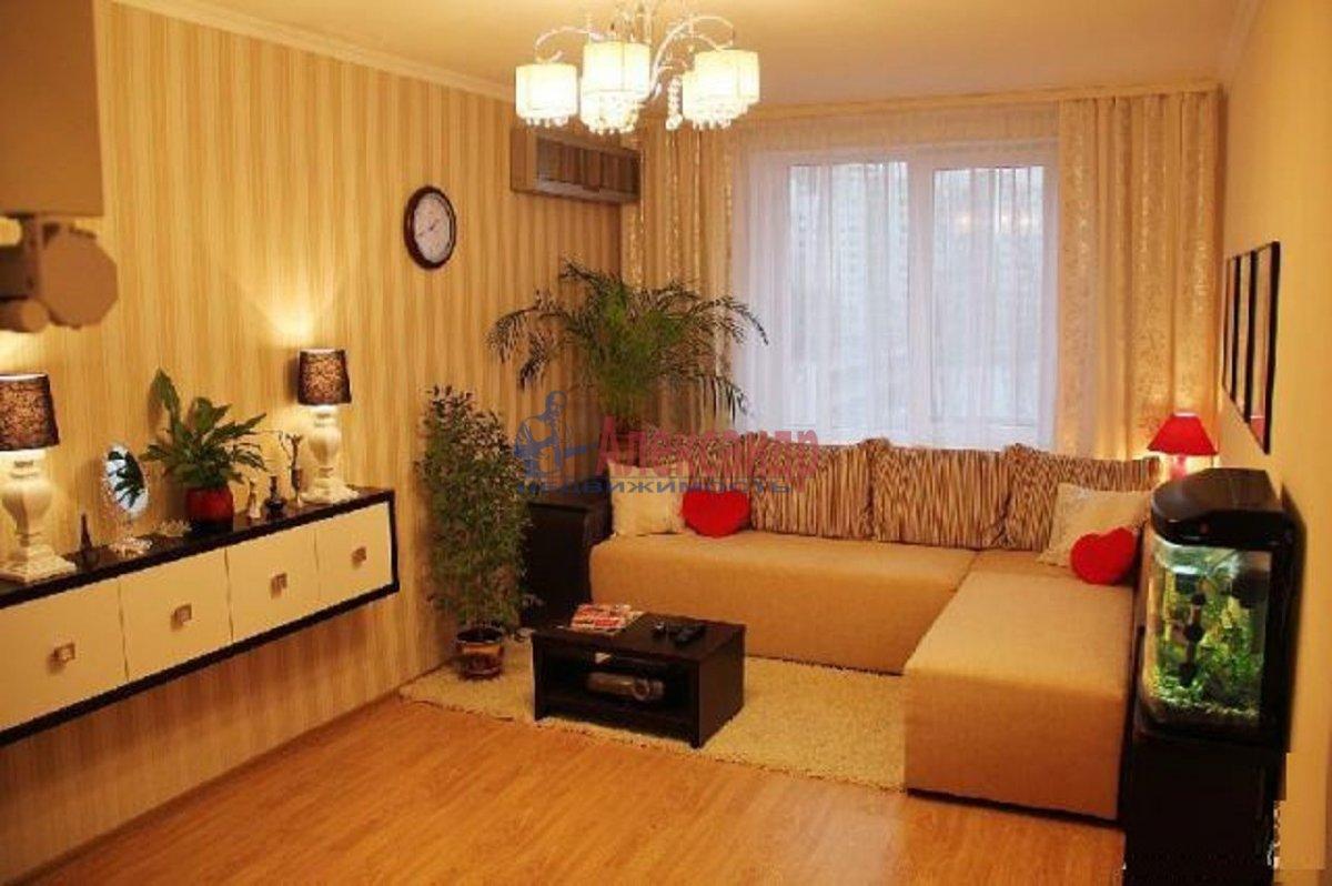 2-комнатная квартира (65м2) в аренду по адресу Десятинный пер., 1— фото 1 из 2