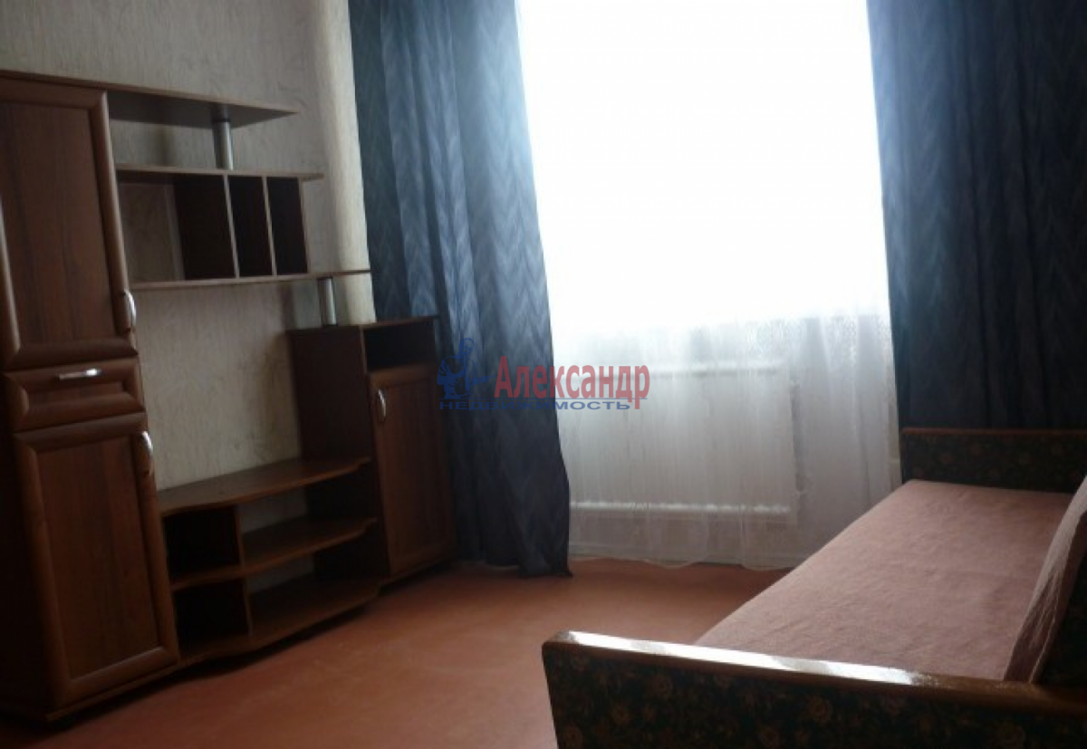 Комната в 2-комнатной квартире (60м2) в аренду по адресу Купчинская ул., 17— фото 1 из 4