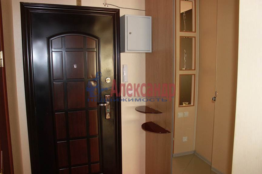 1-комнатная квартира (41м2) в аренду по адресу Белы Куна ул., 1— фото 2 из 8