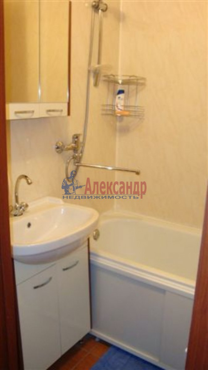 1-комнатная квартира (40м2) в аренду по адресу Типанова ул., 38— фото 5 из 8