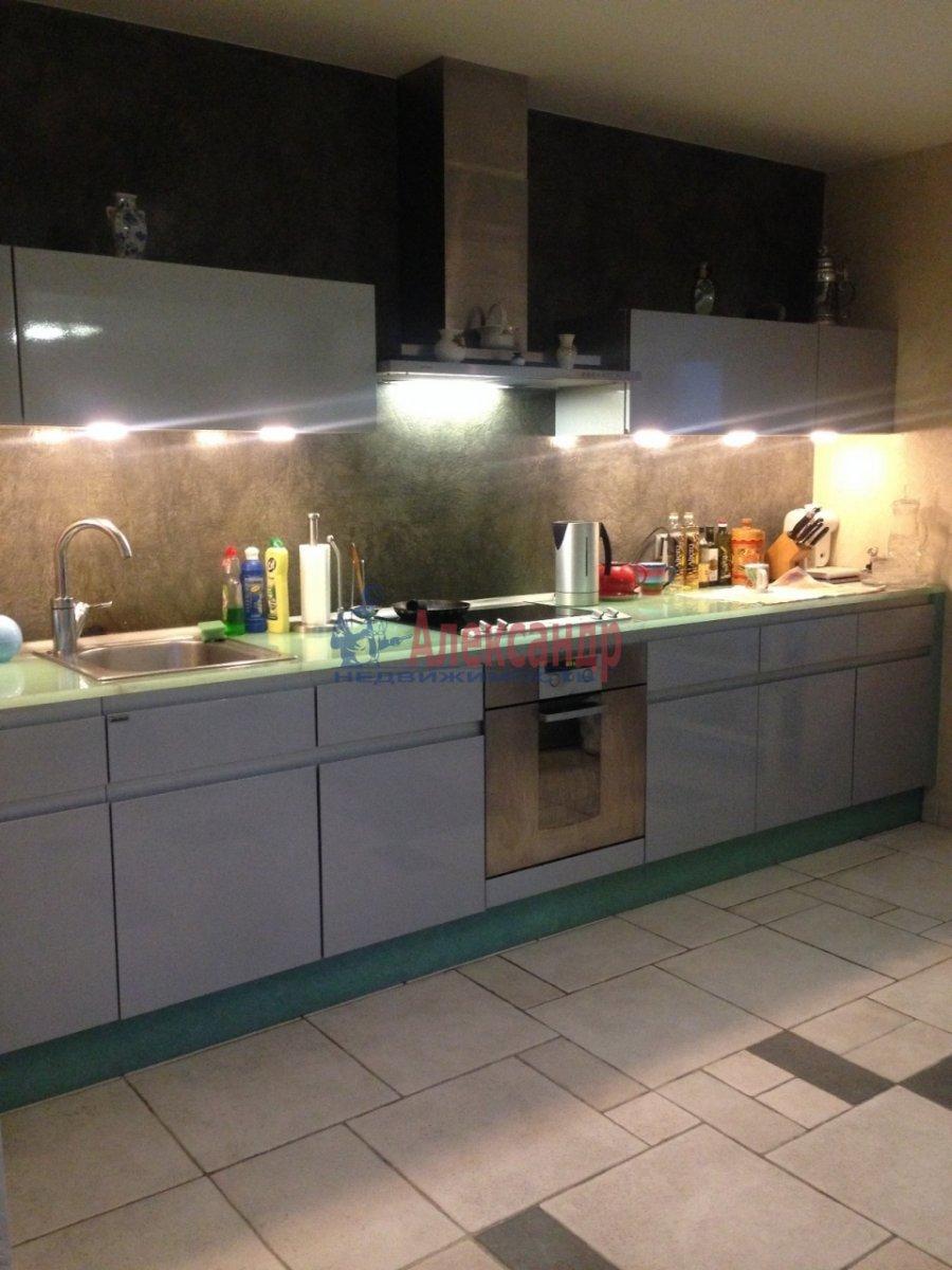 4-комнатная квартира (150м2) в аренду по адресу Парадная ул.— фото 1 из 4