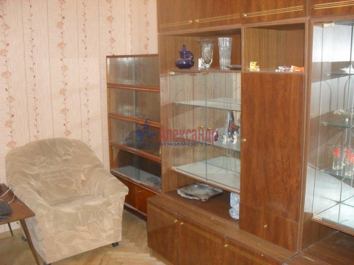 2-комнатная квартира (50м2) в аренду по адресу Софийская ул., 35— фото 2 из 9
