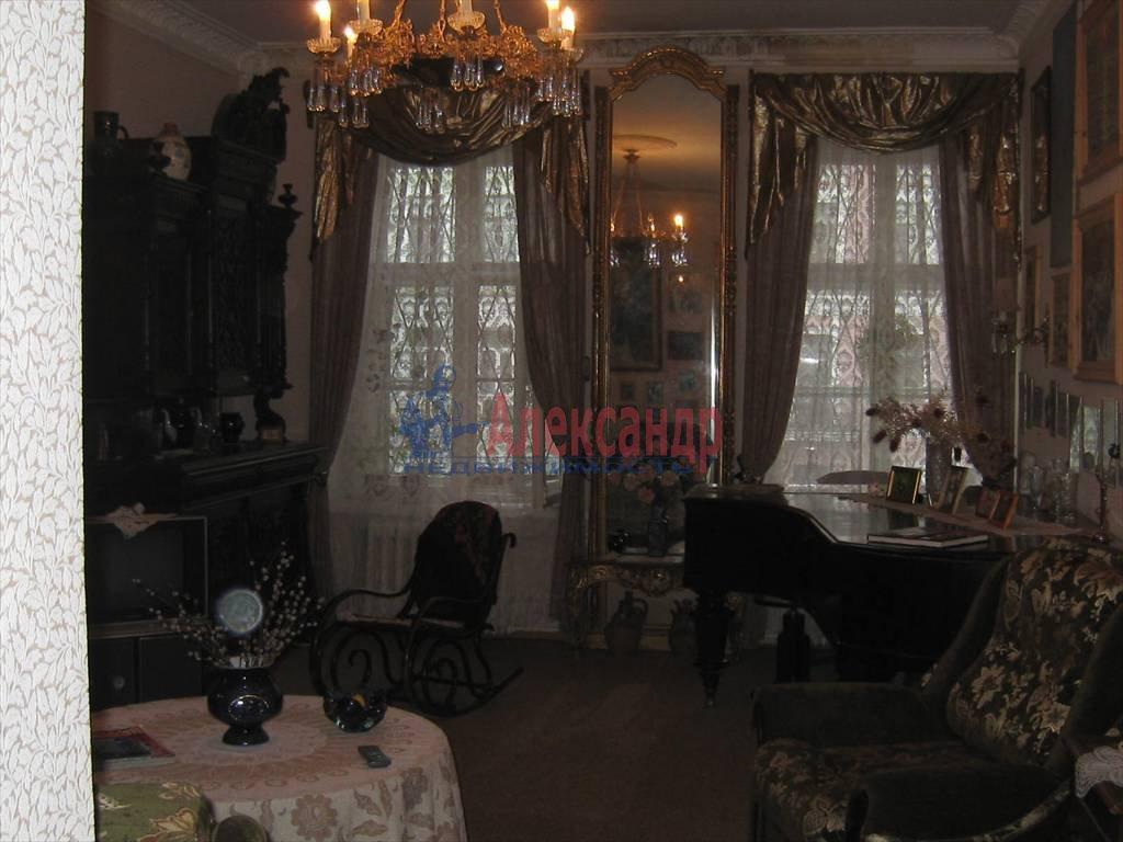 2-комнатная квартира (75м2) в аренду по адресу Кирочная ул., 31— фото 3 из 5