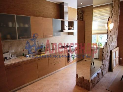 2-комнатная квартира (65м2) в аренду по адресу Сизова пр., 21— фото 2 из 5