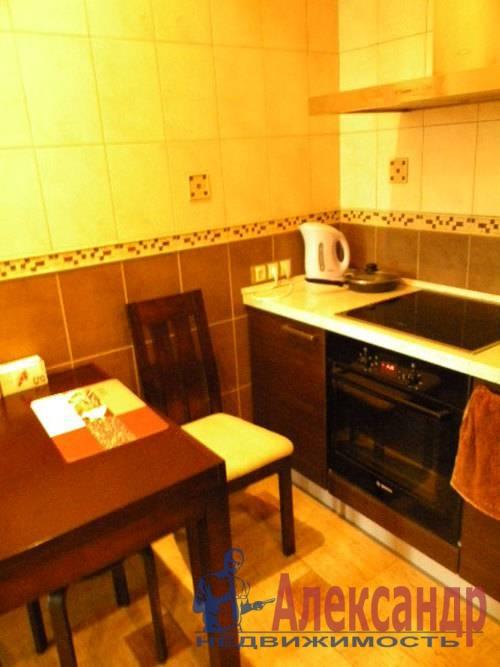 2-комнатная квартира (74м2) в аренду по адресу Декабристов ул., 16— фото 2 из 10