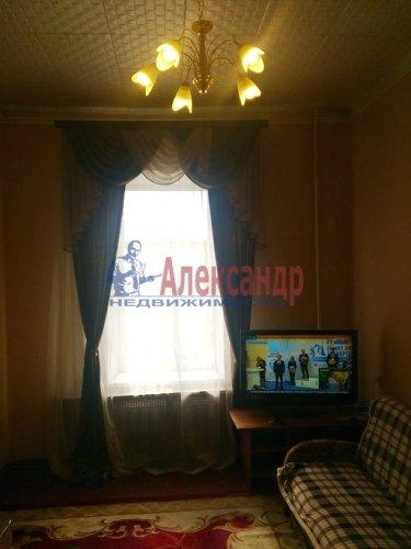 Комната в 12-комнатной квартире (220м2) на продажу по адресу Московский просп., 138— фото 2 из 6