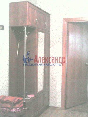 2-комнатная квартира (61м2) на продажу по адресу Оптиков ул., 52— фото 5 из 10