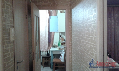 2-комнатная квартира (42м2) на продажу по адресу Кузнечное пгт., Приозерское шос., 7— фото 2 из 13