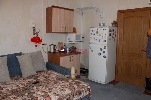 Комната в 20-комнатной квартире (588м2) на продажу по адресу Бумажная ул., 20— фото 6 из 7