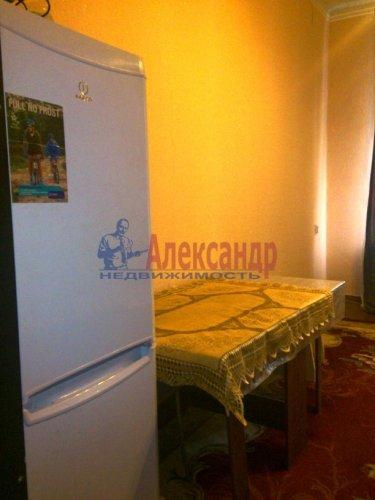 Комната в 12-комнатной квартире (220м2) на продажу по адресу Московский просп., 138— фото 3 из 6