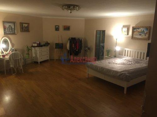 2-комнатная квартира (89м2) на продажу по адресу Ленсовета ул., 88— фото 1 из 14