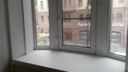 Комната в 16-комнатной квартире (428м2) на продажу по адресу Каменноостровский пр., 44— фото 3 из 11