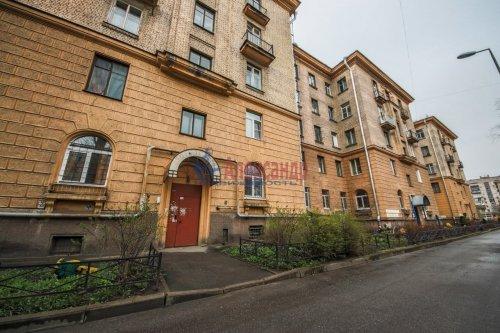 Комната в 9-комнатной квартире (248м2) на продажу по адресу Васи Алексеева ул., 16— фото 12 из 16