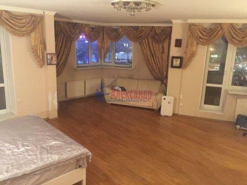 2-комнатная квартира (89м2) на продажу по адресу Ленсовета ул., 88— фото 2 из 14