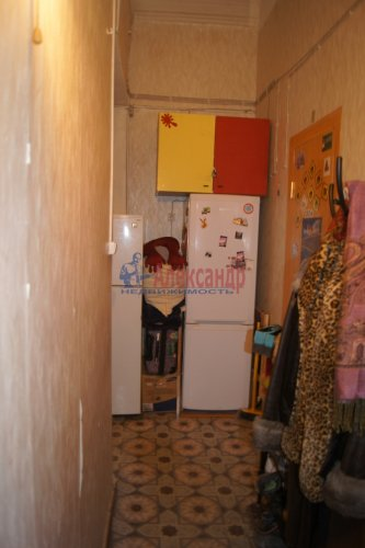 Комната в 6-комнатной квартире (129м2) на продажу по адресу Большой пр., 2— фото 5 из 7