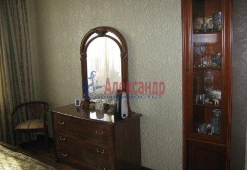 1-комнатная квартира (64м2) на продажу по адресу Новочеркасский пр., 33— фото 3 из 10
