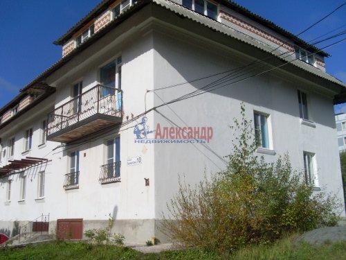 3-комнатная квартира (137м2) на продажу по адресу Кузнечное пгт., Пионерская ул.— фото 1 из 10