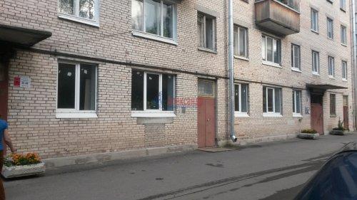 Комната в 3-комнатной квартире (55м2) на продажу по адресу Петергоф г., Ропшинское шос., 4— фото 1 из 6