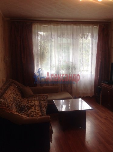 2-комнатная квартира (43м2) на продажу по адресу Стрельна г., Львовская ул., 6— фото 1 из 7