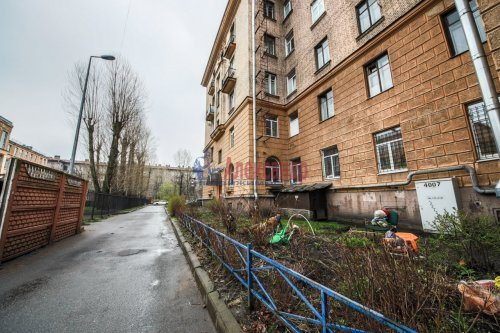 Комната в 9-комнатной квартире (248м2) на продажу по адресу Васи Алексеева ул., 16— фото 15 из 16