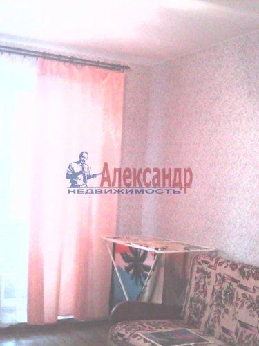 2-комнатная квартира (61м2) на продажу по адресу Оптиков ул., 52— фото 7 из 10
