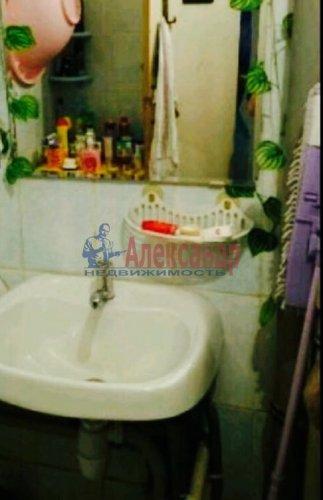 2 комнаты в 8-комнатной квартире (200м2) на продажу по адресу Металлострой пос., Садовая ул., 21— фото 4 из 5