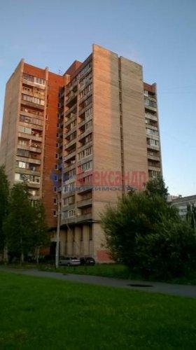 Комната в 12-комнатной квартире (142м2) на продажу по адресу Суздальский просп., 61— фото 1 из 7