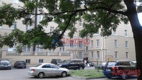 3-комнатная квартира (82м2) на продажу по адресу Среднеохтинский пр., 2— фото 1 из 17