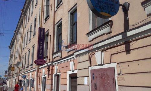 Комната в 8-комнатной квартире (240м2) на продажу по адресу Кадетская линия, 31— фото 1 из 10