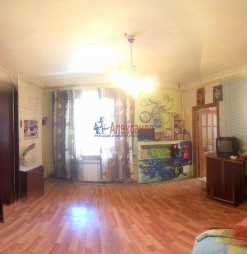 3-комнатная квартира (65м2) на продажу по адресу Кировск г., Горького ул., 7— фото 1 из 8