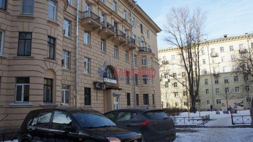 Комната в 9-комнатной квартире (250м2) на продажу по адресу Конторская ул., 14— фото 10 из 14