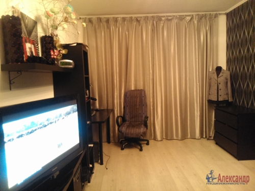 1-комнатная квартира (39м2) на продажу по адресу Шушары пос., Первомайская ул., 15— фото 3 из 7