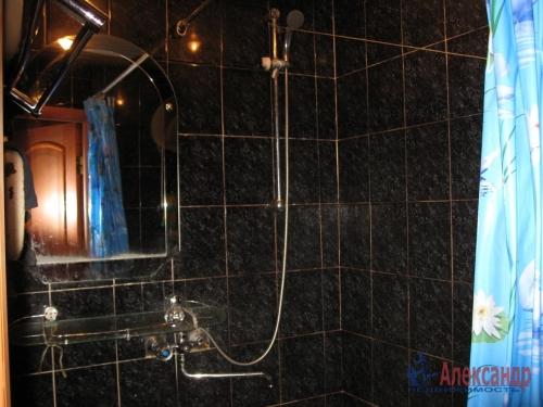 2-комнатная квартира (45м2) на продажу по адресу Антонова-Овсеенко ул., 13— фото 8 из 12