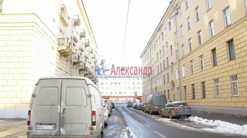 Комната в 9-комнатной квартире (250м2) на продажу по адресу Конторская ул., 14— фото 13 из 14