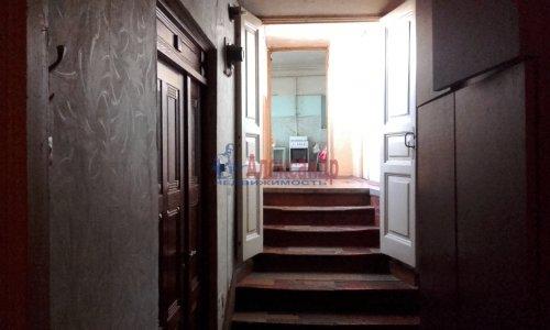 Комната в 8-комнатной квартире (240м2) на продажу по адресу Кадетская линия, 31— фото 4 из 10