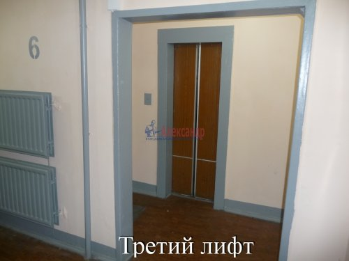 Комната в 6-комнатной квартире (198м2) на продажу по адресу Маршала Новикова ул., 13— фото 11 из 23