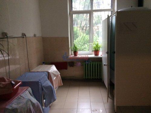 Комната в 10-комнатной квартире (190м2) на продажу по адресу Севастьянова ул., 12— фото 6 из 8