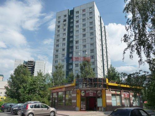 Комната в 6-комнатной квартире (198м2) на продажу по адресу Маршала Новикова ул., 13— фото 1 из 23