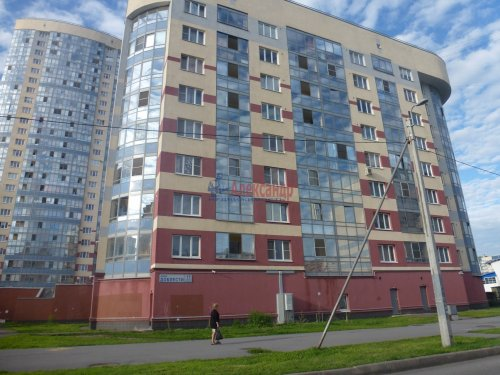2-комнатная квартира (60м2) на продажу по адресу Доблести ул., 17— фото 2 из 21