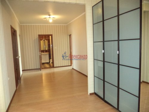 3-комнатная квартира (109м2) на продажу по адресу Луначарского пр., 13— фото 11 из 27