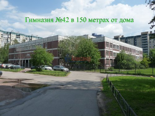 Комната в 6-комнатной квартире (198м2) на продажу по адресу Маршала Новикова ул., 13— фото 3 из 23