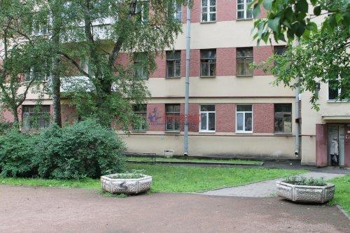 Комната в 20-комнатной квартире (588м2) на продажу по адресу Бумажная ул., 20— фото 1 из 7