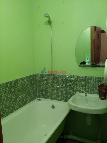 2-комнатная квартира (45м2) на продажу по адресу Ярослава Гашека ул., 10— фото 10 из 15