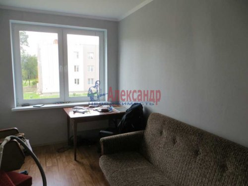2-комнатная квартира (55м2) на продажу по адресу Сиверский пгт., Красная ул., 33— фото 2 из 8